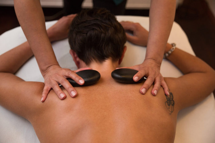 van der Linden Body & Mind Wellness relax hotstone massage 5